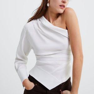 Asymmetric pleated top